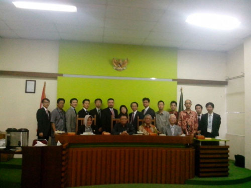 Pict. 3 Photo session in Central Jakarta District Court room